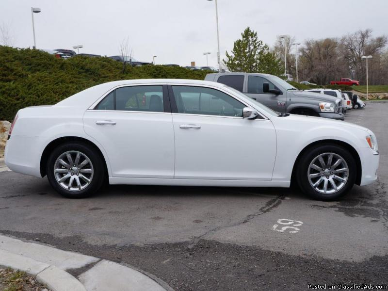2012 Chrysler 300C White Sedan V8